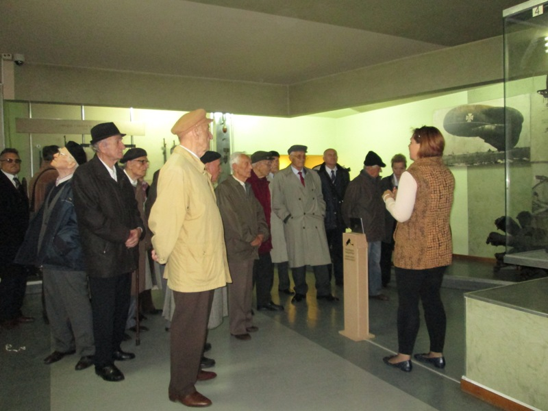 Удружење пензионера МУП-а у посети Војном музеју